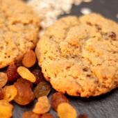 Бисквити с овесени ядки и стафиди - 500 г