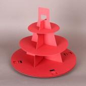 Две червени триетажни стойки за кексчета за еднократна употреба