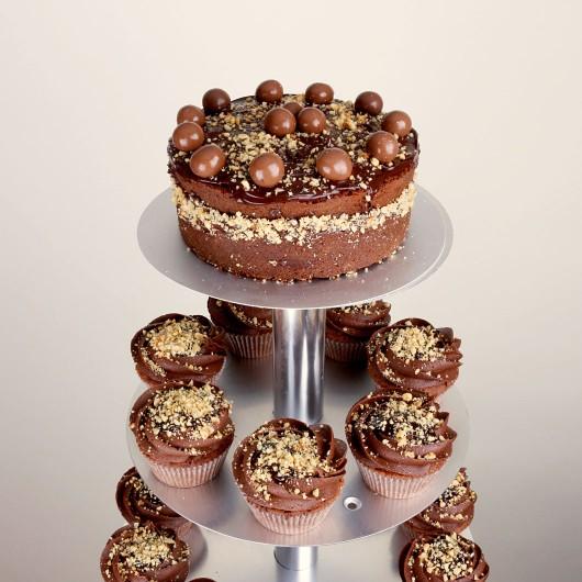 Сватбена капкейк торта Шоколадово какао с лешници