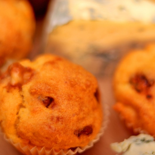 24 Мини мъфина Сушени смокини и синьо сирене