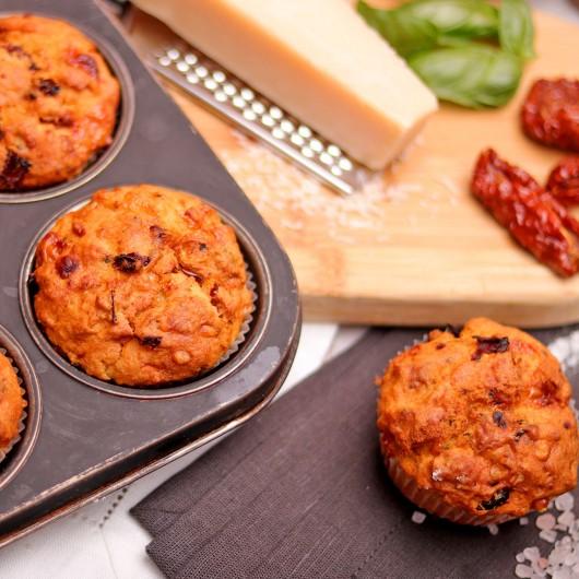 Мъфин Сушени домати, пармезан и босилек