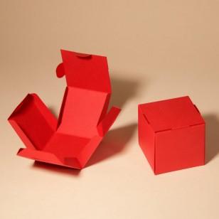 24 червени единични кутии за кексчета
