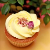 Promo set 24 Rose Cupcakes for 8 March