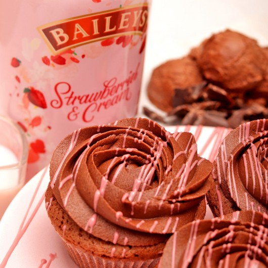 Cupcake with Baileys Strawberries & Cream