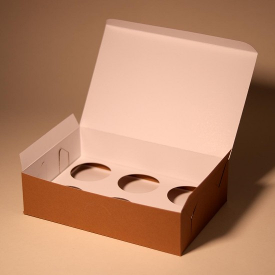 Six pack cardbord box for cupcakes and muffins