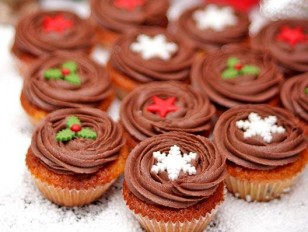 Christmas at the Office – Ideas for Sweet Holiday Moments with Take a Cake's Cupcakes