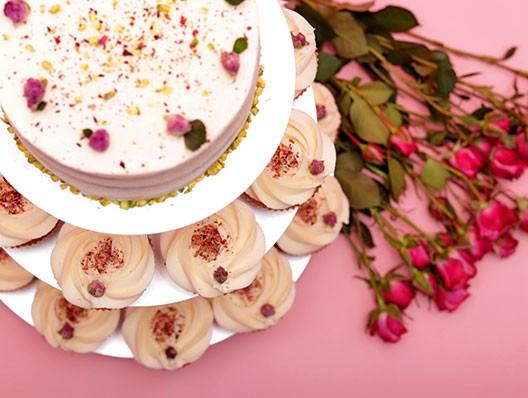 Тя е роза, тя е крем - тя е новата ни капкейк торта Сватбена роза