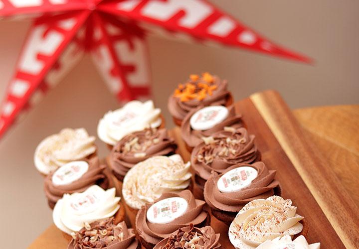 Коледен капкейк Промо сет с 6% отстъпка и безплатна доставка навсякъде в София – Take a Cake Bakery
