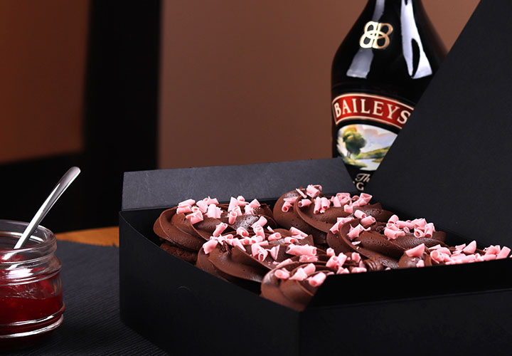Кутия Капкейк с Baileys – с доставка до всеки адрес в София от Take a Cake Bakery